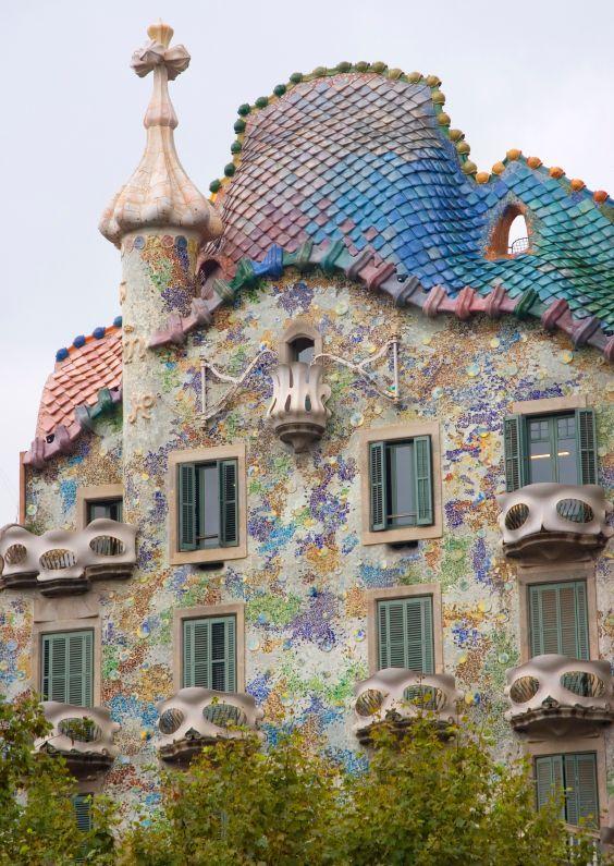 Gaudijeva arhitektura - Page 2 Antoni-gaudi-casa